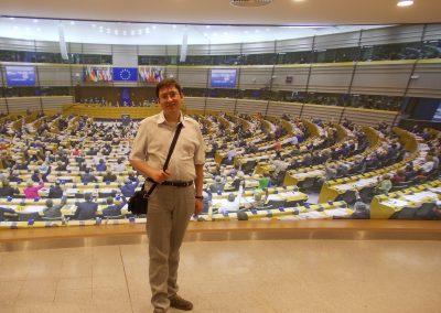 w Parlamencie