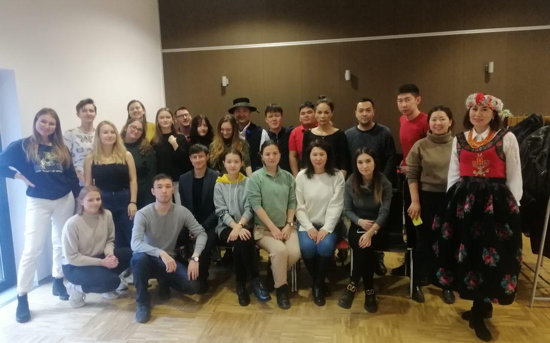 Goście z Kazachstanu u studentów Designu i Komunikacji Społecznej
